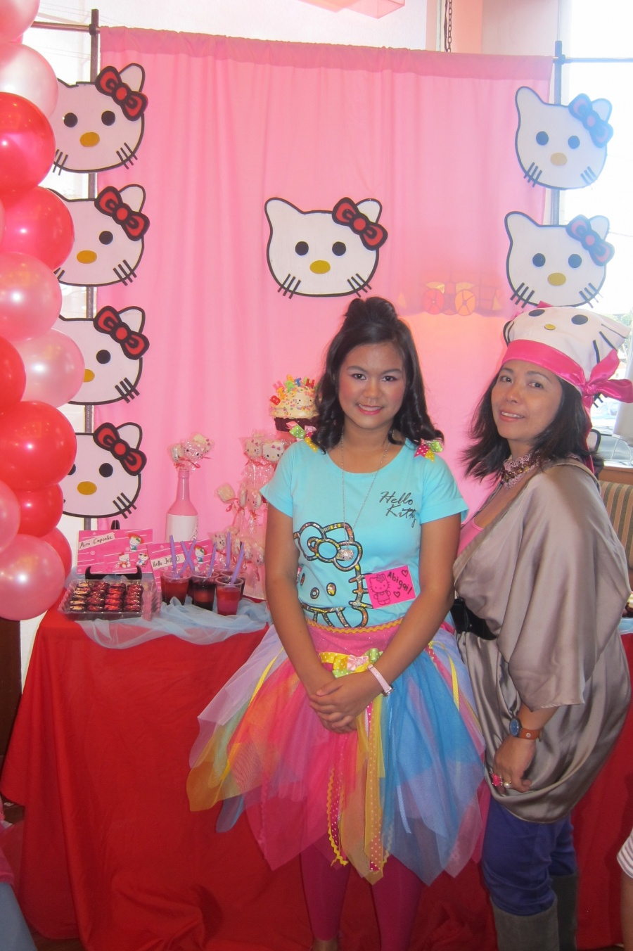 Rock Your Next Hello Kitty Theme Party With A Dessert Buffet Like This